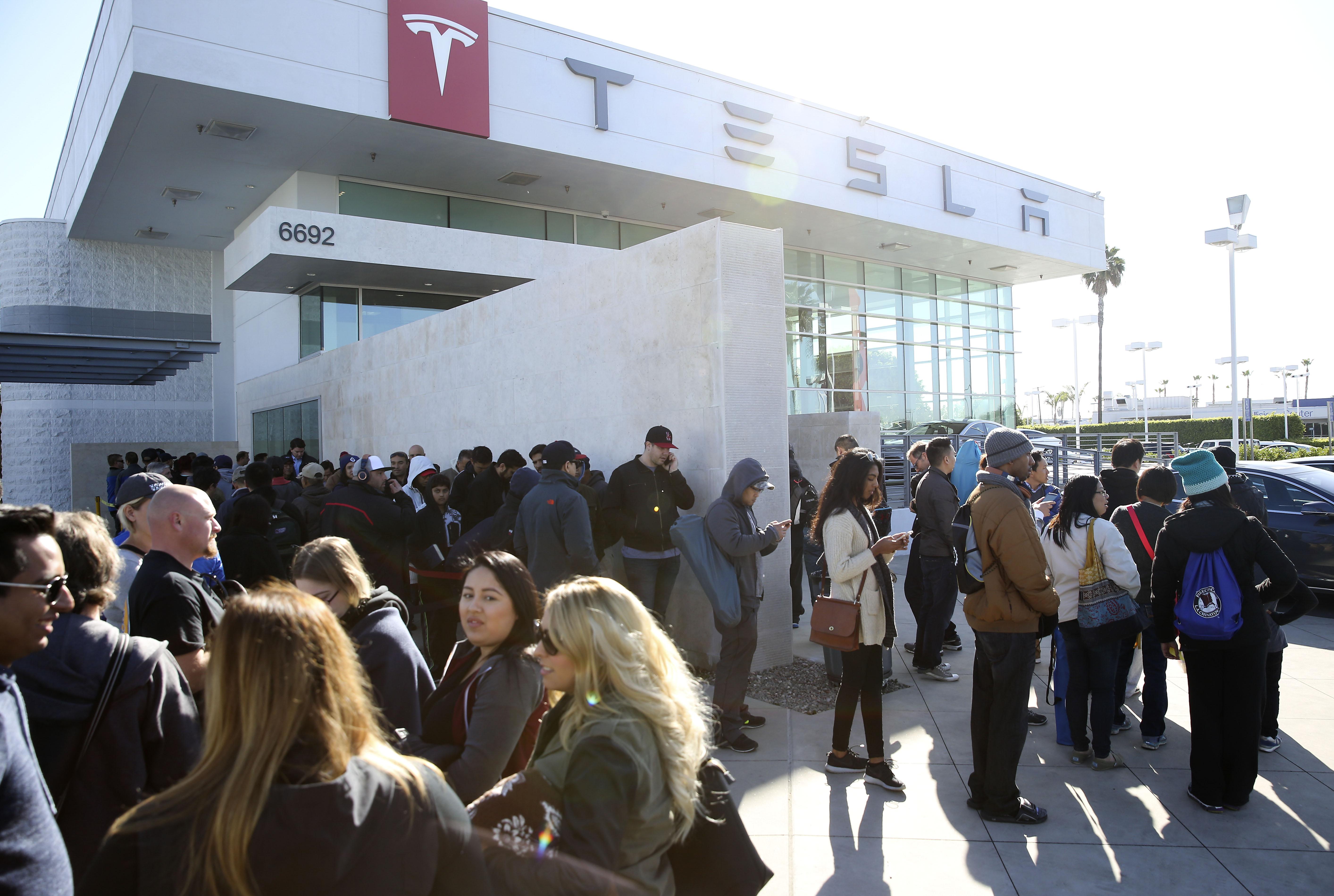 detroit tesla says model 3 orders top 10 billion in first 36 hours. Black Bedroom Furniture Sets. Home Design Ideas