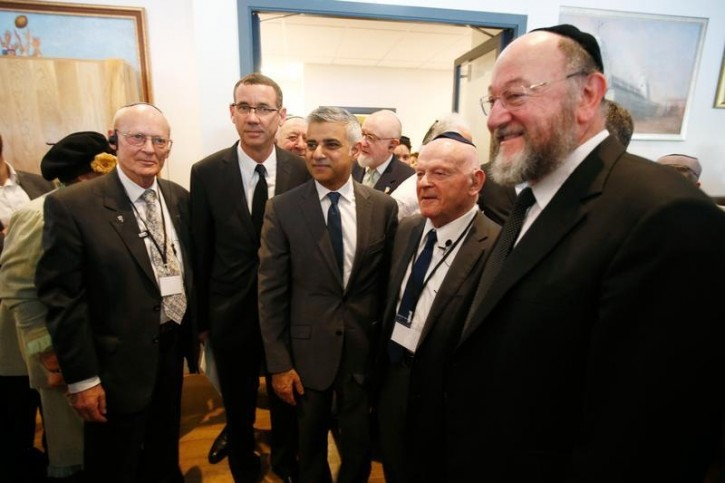 London's newly elected mayor Sadiq Khan stands with holocaust survivor Ben Helfgott (2nd R), Britain's Chief Rabbi Ephraim Mirvis (R), and Israel's ambassador to Britain Mark Regev (2nd L) at a holocaust commemoration ceremony held at a rugby stadium in north London, May 8, 2016. REUTERS/Peter Nicholls -