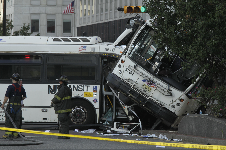 newark nj driver killed 19 injured when 2 new jersey buses crash. Black Bedroom Furniture Sets. Home Design Ideas