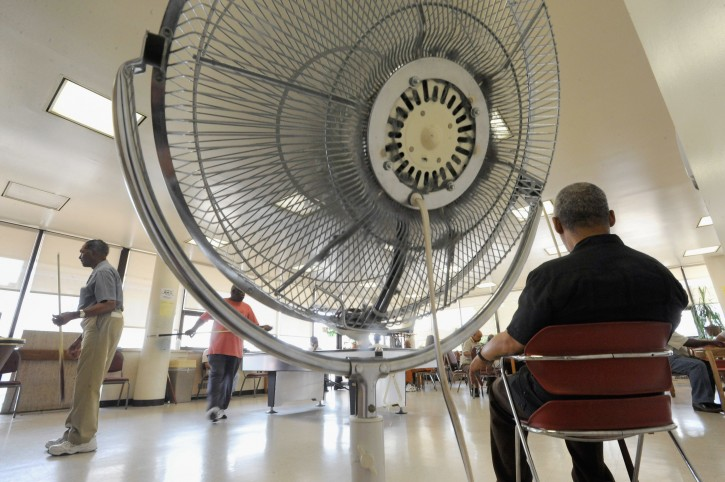 Eldely With No Fan : Chicago staying cool fans might not benefit seniors in