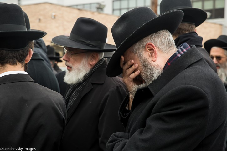 Hundreds took part at the funeral on Nov. 21, 2016. (Dov Lenchevsky/VINnews.com)