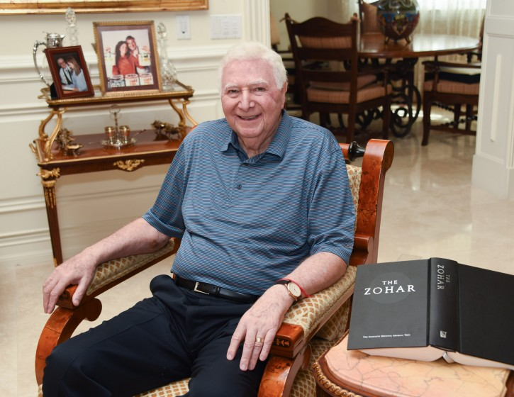 Bob Pergament at his home on Tuesday, Dec. 13, 2016 at St. Andrews Country Club in Boca Raton, Fla.(Michele Sandberg/VINnews.com)