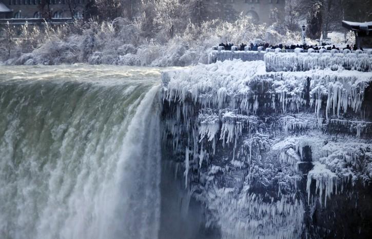 Niagara Falls Ny Cold Turns Niagara Falls Into Icy Winter