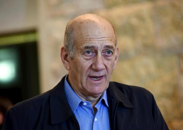 FILE - Former Israeli Prime Minister Ehud Olmert speaks to the media after a hearing at the Supreme Court in Jerusalem December 29, 2015.REUTERS