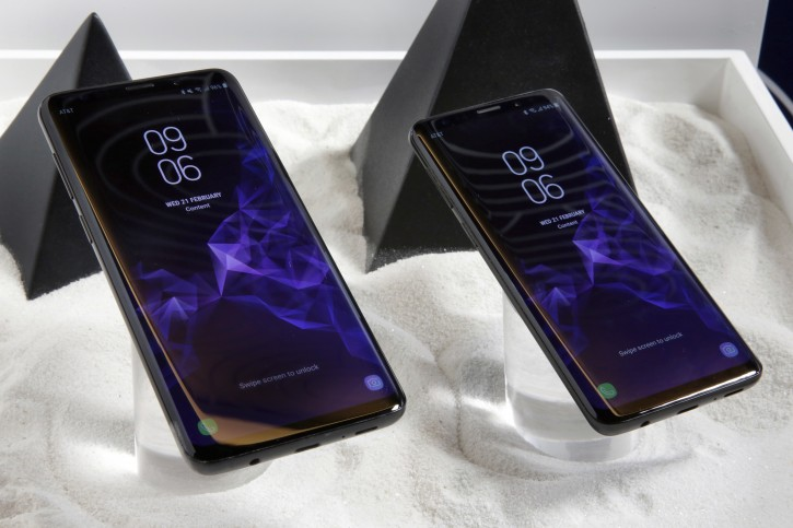 New York – New Samsung Phone: Nicer Camera, Static Design, Higher Price