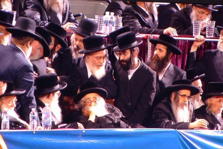 FILE - Rabbi Mordechai (Mottele) Hager the Grand Vizhnitzer Rabbi in Monsey at the Interenet Asifah in 2012 (VosIzNeias.com)