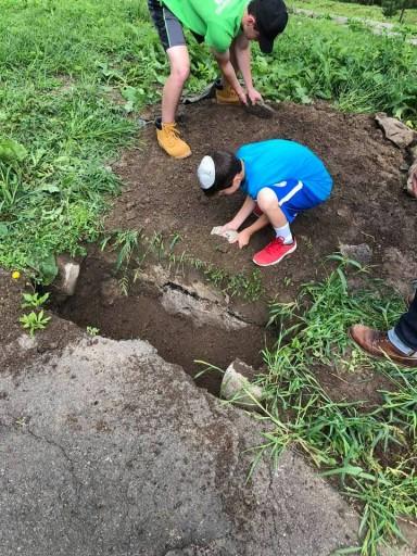 Rabbi Herzfeld kids at the mass grave at Sosinski Forest (facebook)