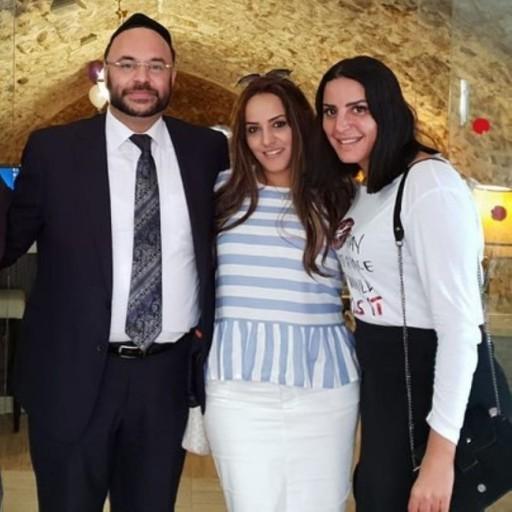 Nasreen Kadari (R) with Rabbi Dudu Dery and his wife at the Western Wall