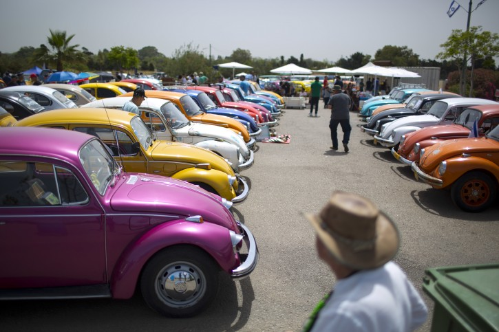 """FILE - In this April 21, 2017, file photo Volkswagen Beetles are displayed during the annual gathering of the """"Beetle club"""" in Yakum, central Israel. Volkswagen says it will stop making its iconic Beetle in July of next year. Volkswagen of America on Thursday, Sept. 13, 2018, announced the end of production of the third-generation Beetle by introducing two final special editions. (AP Photo/Oded Balilty, File)"""