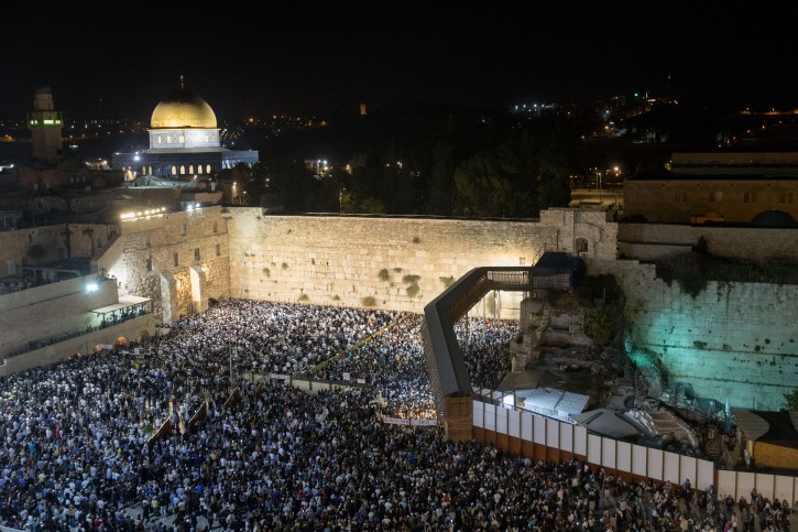 Thousands attend forgivness prayer (Selichot), at the Western Wall in the Old City of Jerusalem early on September 7, 2018. Photo by Yonatan Sindel/Flash90