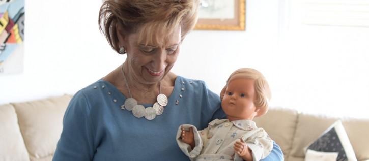 Lore Mayerfeld with her doll in Jerusalem in 2018