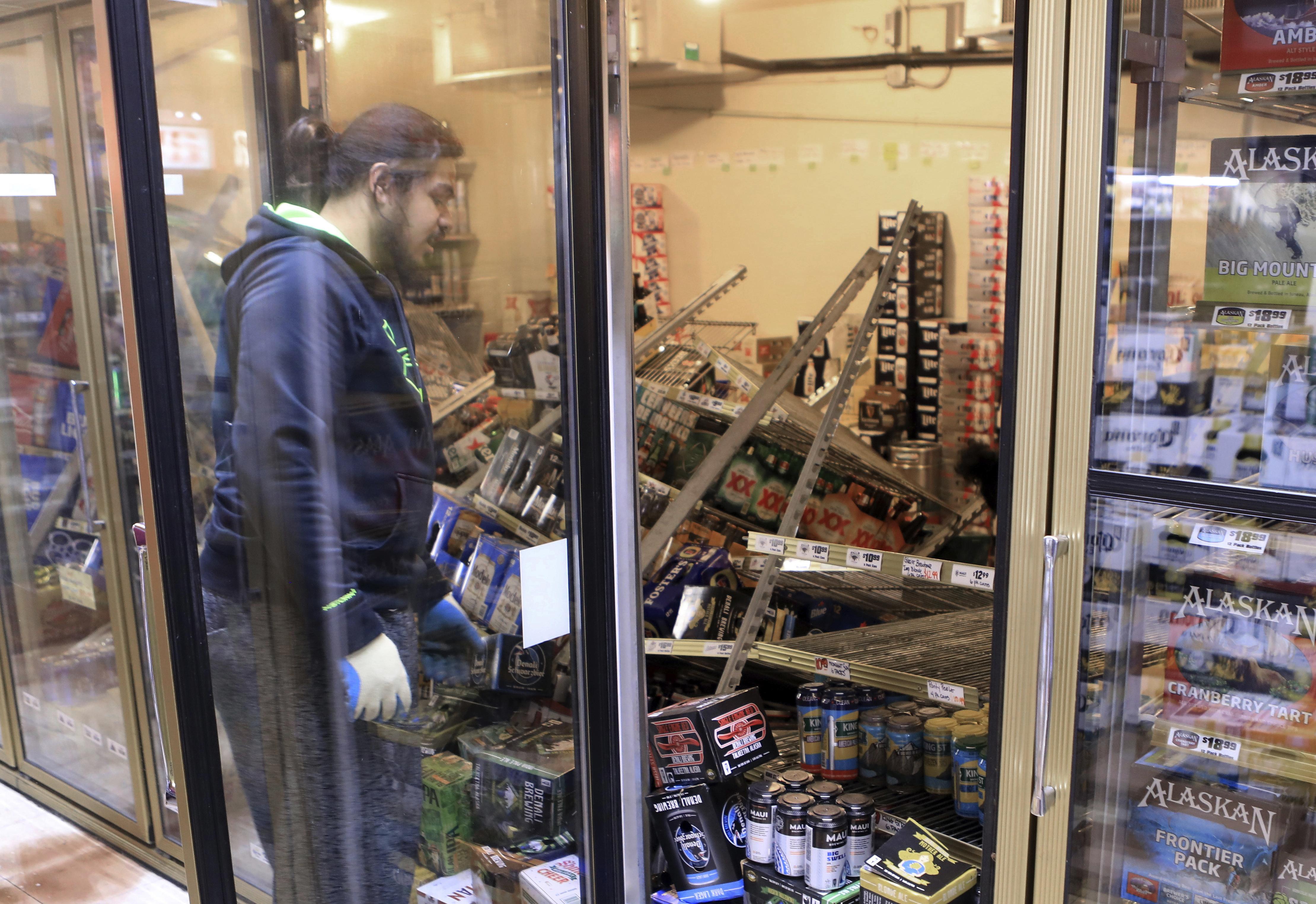 Anchorage Ak Hundreds Of Aftershocks Shake Alaskans