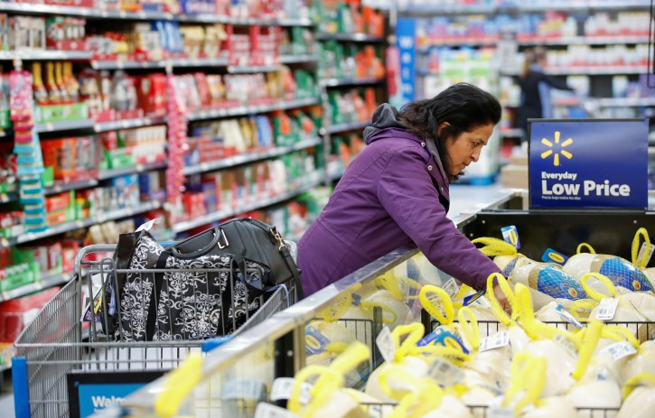 FILE PHOTO: A customer shops at a Walmart store in Chicago, Illinois, U.S., November 20, 2018. REUTERS/Kamil Krzaczynski