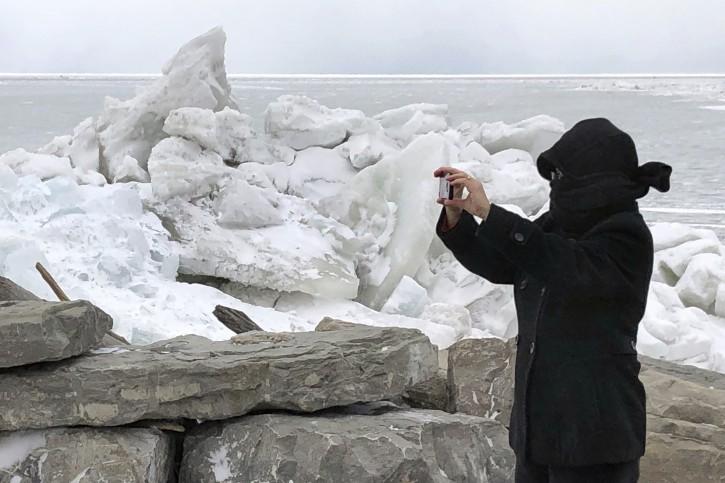 Buffalo Ny Photos Ice Boom High Winds Cut Power