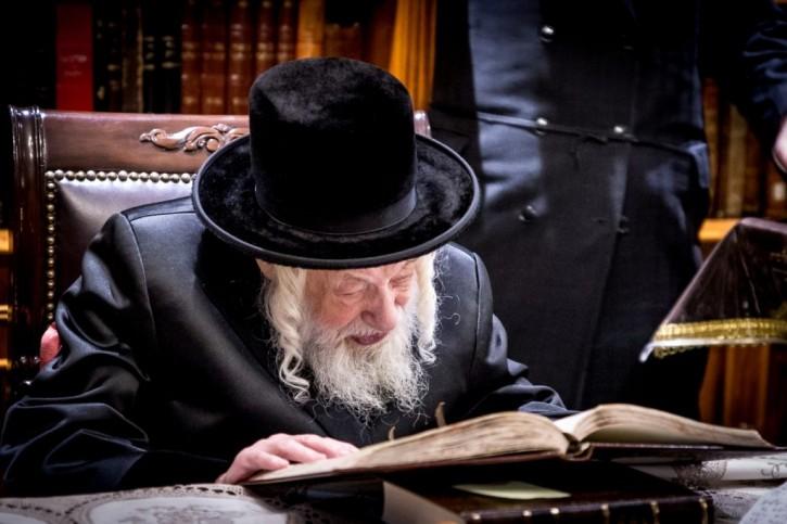Brooklyn, NY – The End Of An Era: Skulener Rebbe, Rabbi Yisroel Avraham Portugal Passes Away