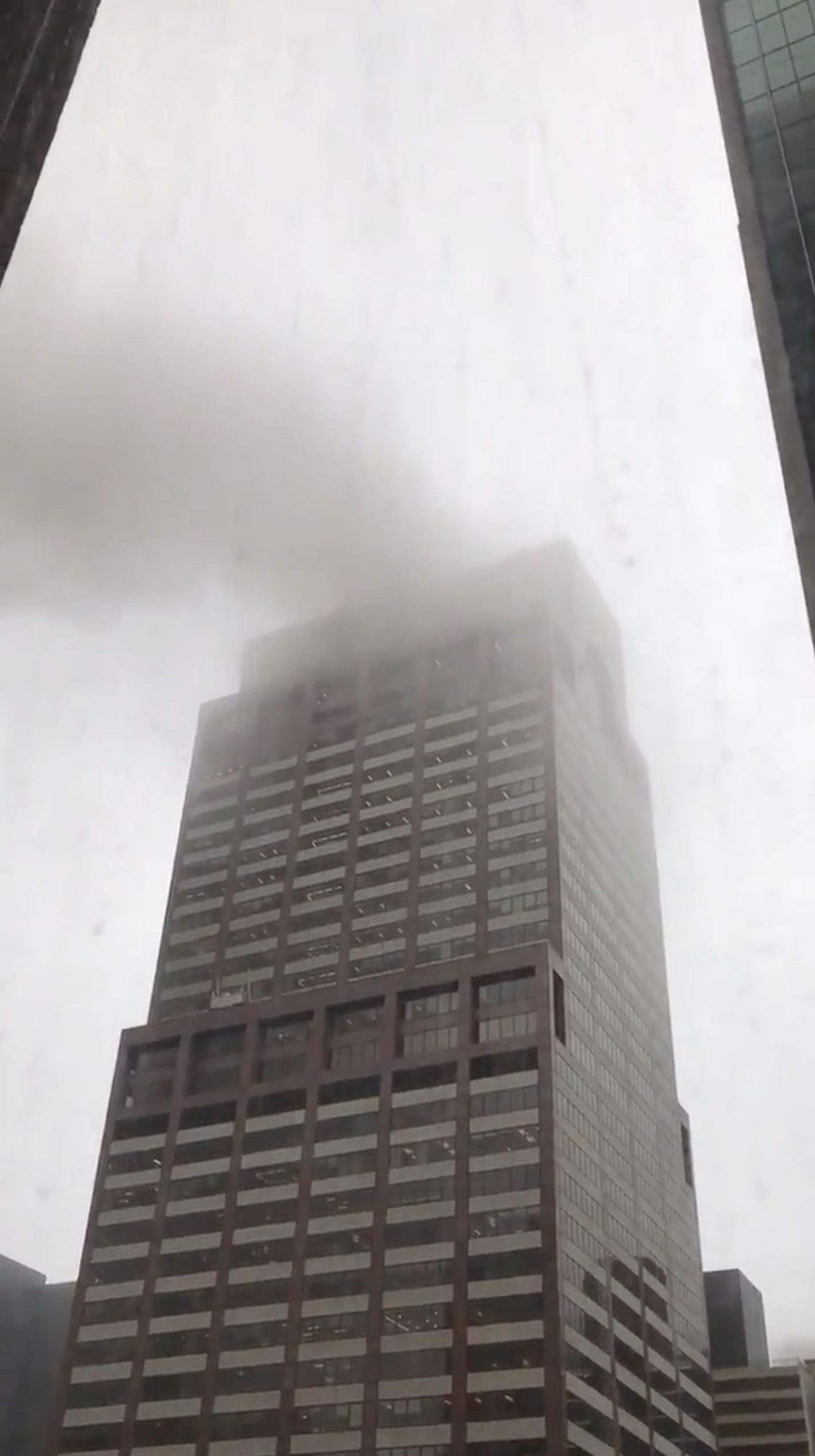 Manhattan Ny Photos Video Helicopter Crashes On Roof