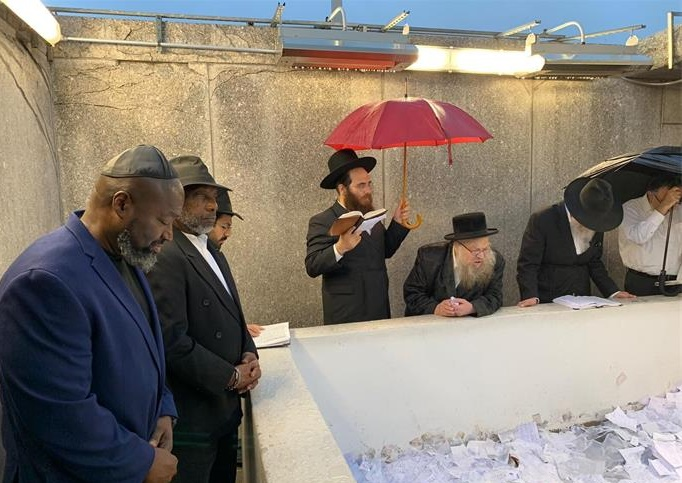 Matthew Charles at the resting place of the Rebbe, Rabbi Menachem M. Schneerson, of righteous memory, with Clive Williams.(Chabad.org)