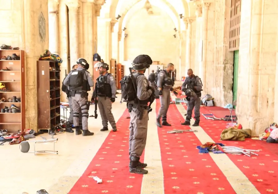 Jew Detector: Arabs Riot As Jews Are Allowed To Enter Temple