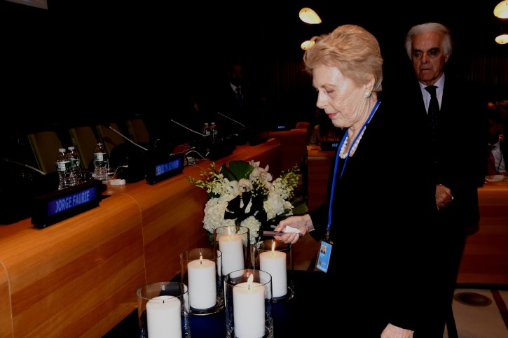 Evelyn Sommer, WJC North America Chair, lights a candle in memory of the victims of the 1994 AMIA bombing, as Permanent Representative of Argentina to the United Nations Martin Garcia Moritan looks on. (c) Howard Wechsler / World Jewish Congress