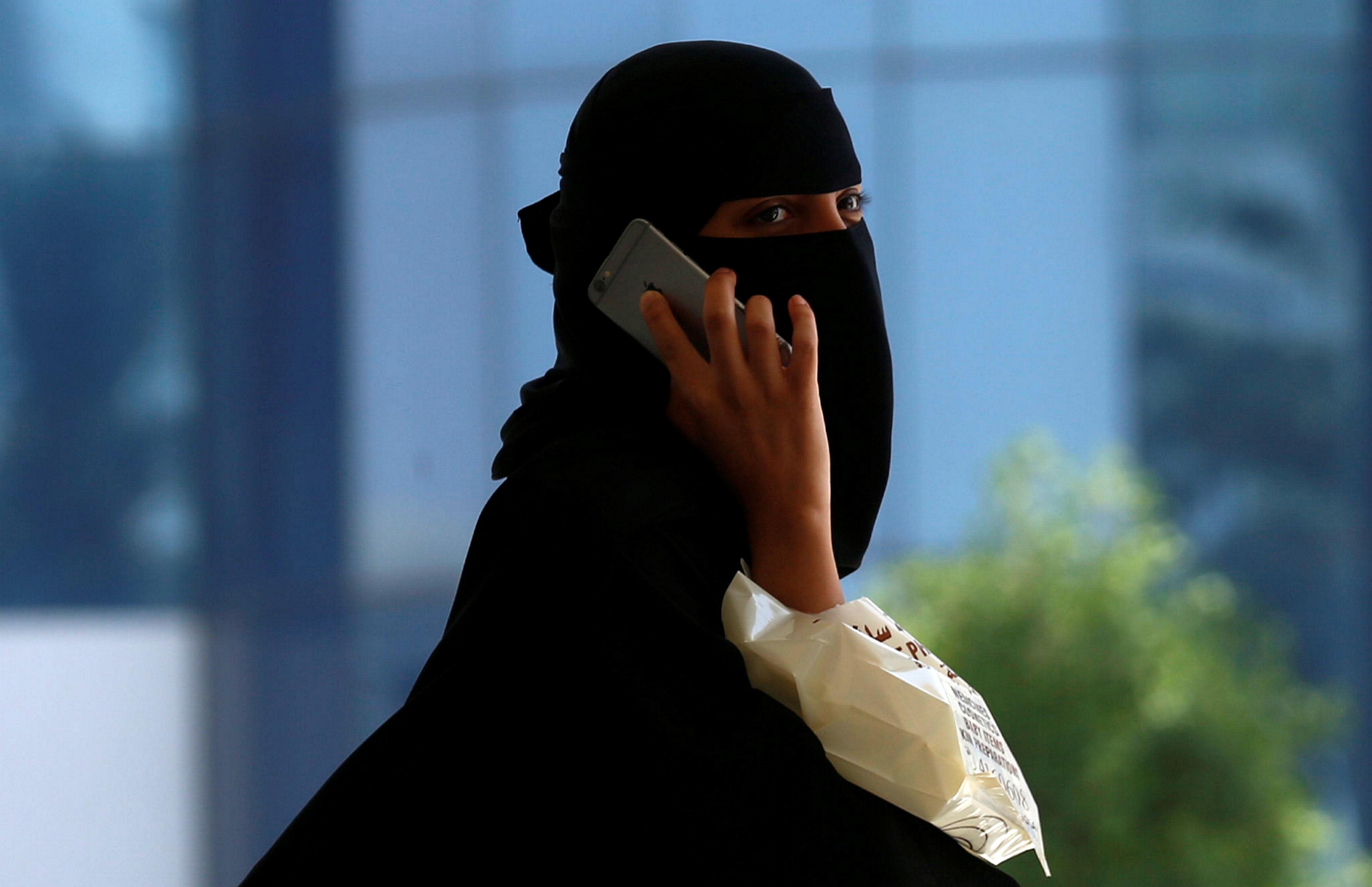 Riyadh - Saudi Arabia Lifts Travel Restrictions On Women